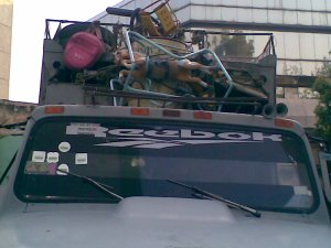 Dettaglio inquietante camion spazzatura