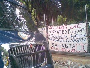 Camionetta sell\'insicurezza blu vs Socrate\'s told us