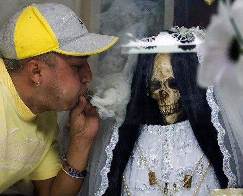Santa Muerte Tepito pureando
