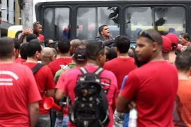 Bombeiros realizam protesto no centro do Rio de Janeiro nesta sexta- feira