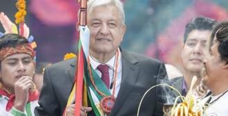 Recibe-Lopez-Obrador-Baston-de-Mando-de-pueblos-indigenas.jpg