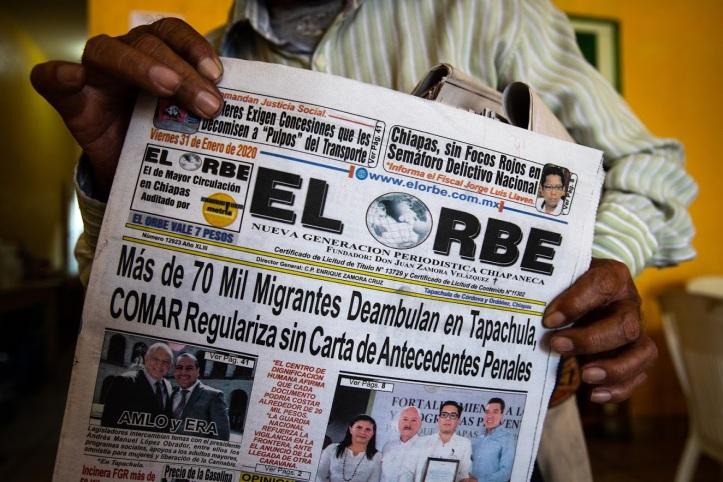 Copertina del quotidiano El Orbe con le notizie riguardanti i migranti illegali